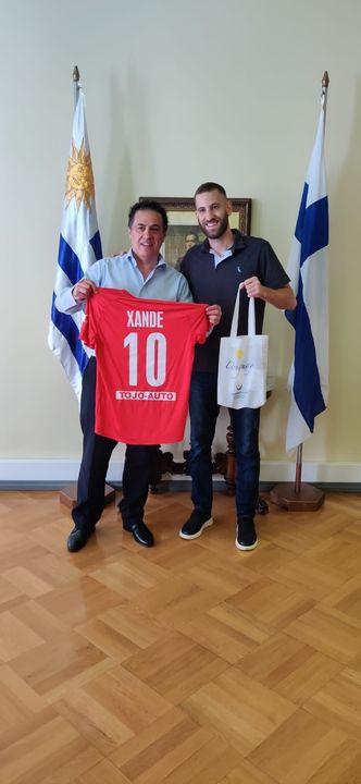 """En el día de hoy nos visitó el futbolista uruguayo Alexandre """"Xande"""" De los Santos, integrante de la selección uruguaya ..."""